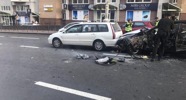 У центральній частині Києва вибухнув автомобіль з грузинськими номерами, є загиблий і постраждалі