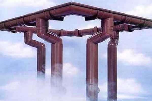 Общий вид водостока (ливнестока, системы водоотведения крыши)