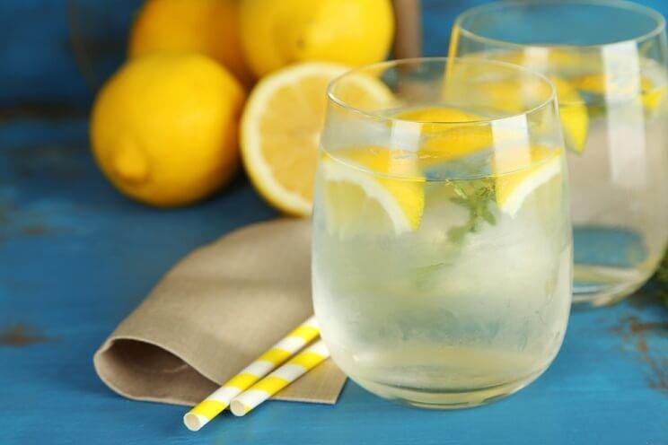 DIY-lemon-water-1.jpg